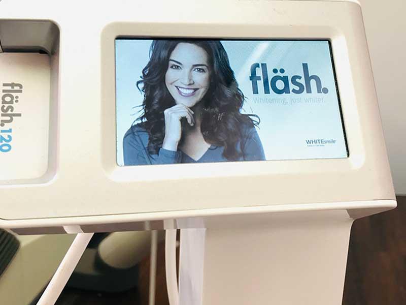 Bleaching in Paderborn bei Ihrem Zahnarzt Paderborn mit der neuesten Methode namens fläsh